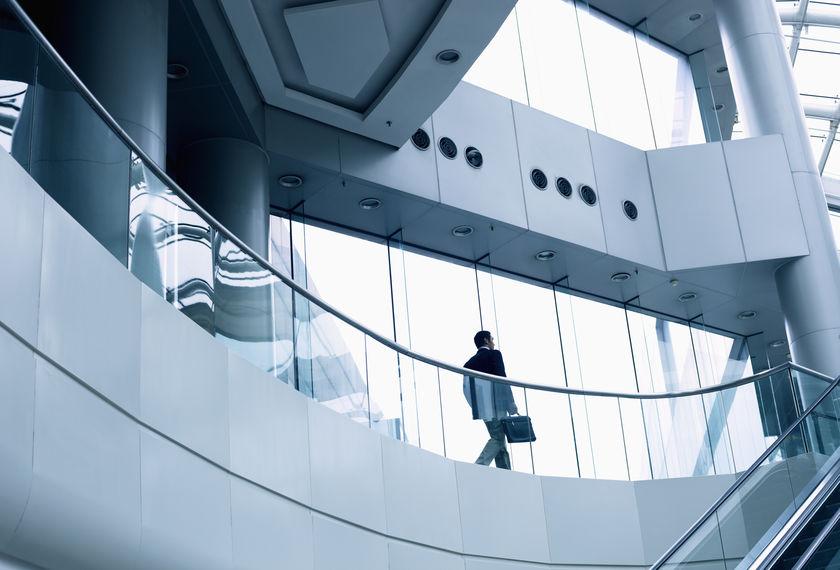 üvegkorlát beltéri lépcsőre